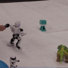 Uno de los robots peleando por el espacio